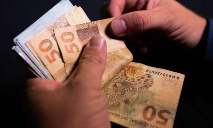 Governo aumenta para R$ 1.088 previsão para mínimo em 2021
