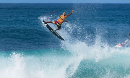Surfe: Ítalo e Medina chegam às oitavas de Pipeline