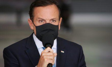Doria e Bolsonaro trocam acusações sobre colapso em Manaus