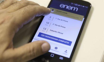 Candidatos do Enem lidam com internet precária e estudos pelo celular