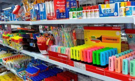 Material escolar: produtos idênticos podem variar até 593%