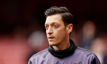 Alemão Mesut Özil confirma saída do Arsenal rumo ao Fenerbahce