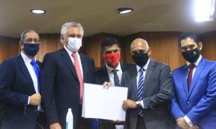 Rogério Cruz toma posse como prefeito de Goiânia
