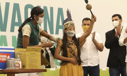 Justiça manda Manaus informar diariamente lista de vacinados