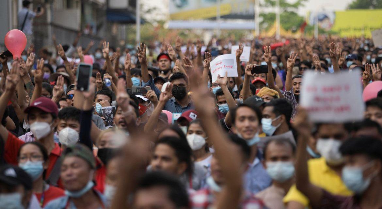 Junta militar de Myanmar enfrenta greve geral