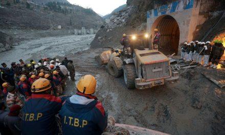 Equipes buscam 200 desaparecidos após rompimento de geleira na Índia
