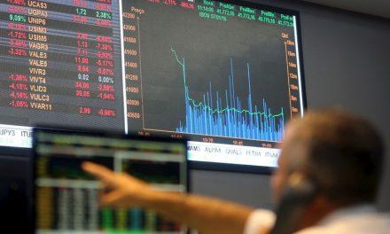 Bovespa cai mais de 3%; Petrobras quase 20%