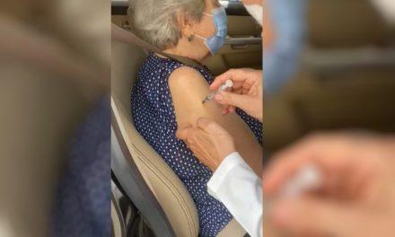 Enfermeira admite ao MP que não injetou o líquido da vacina contra Covid-19 em idosa na 1ª tentativa