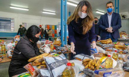 Governo de Goiás retoma distribuição de kits alimentação para estudantes