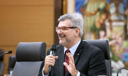 Ministro do STJ é internado com covid-19 em Brasília