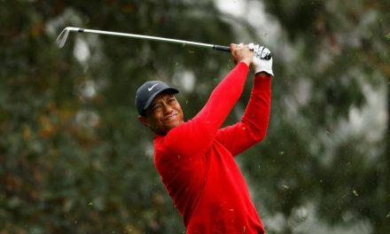 Tiger Woods é hospitalizado com ferimentos após acidente de carro