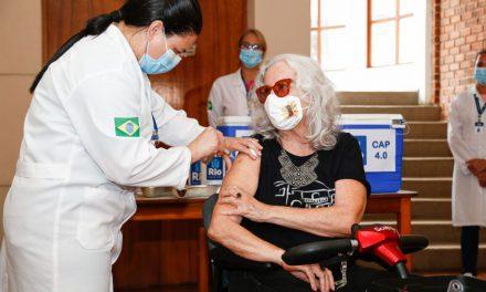 Imunidade pós-vacina pode demorar semanas, dizem especialistas