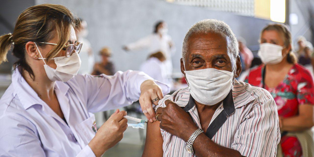 Covid-19: idosos têm até esta sexta para receber segunda dose em atraso