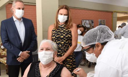 Vacinação contra Covid-19 de idosos com 84 anos deve começar nesta semana em Goiânia