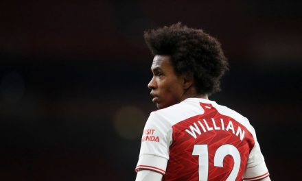 Meia-atacante Willian, do Arsenal, é alvo de ofensas racistas online