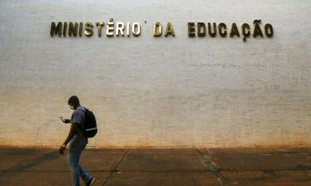 Universidades federais têm até dezembro para adotar diploma digital