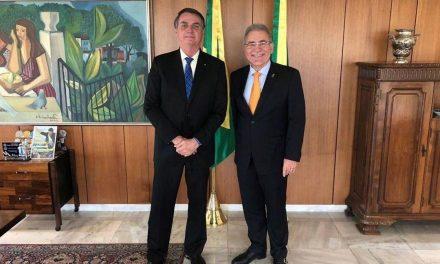 Bolsonaro assina posse de Queiroga no Ministério da Saúde
