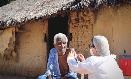 Comunidades Kalunga começam a ser vacinadas em Goiás