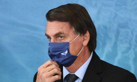 Bolsonaro anuncia comitê Anti-Covid, mas insiste no tratamento precoce