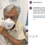 Caetano Veloso é vacinado contra a Covid-19 no Rio