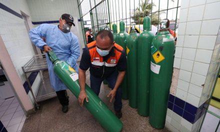 Ambulâncias percorrem 400 km para buscar oxigênio após aumento de casos de Covid-19