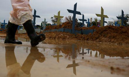 Com 1.954 vidas perdidas em 24h, Brasil ultrapassa EUA em mortes diárias por Covid-19