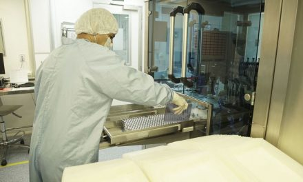 Fiocruz prevê produção de 1 milhão de vacinas por dia até final do mês