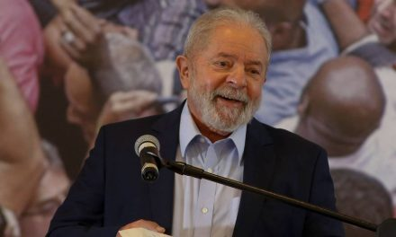 Lula diz que foi vítima de mentira jurídica, defende vacina e ataca Bolsonaro