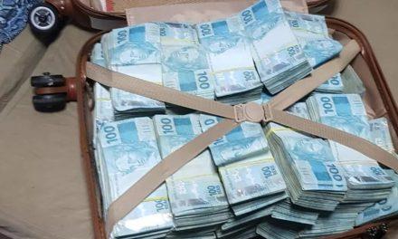 PF apreende mala com mais de R$ 800 mil durante operação contra fraudes no auxílio emergencial