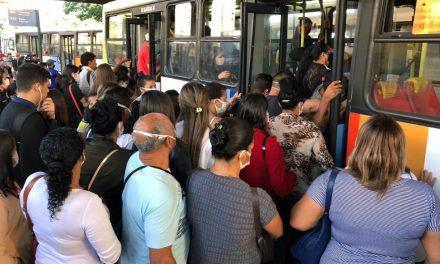 Uso de ônibus nos horários de pico está restrito a trabalhadores essenciais da Grande Goiânia