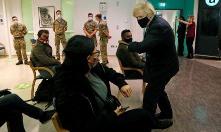 Reino Unido vacinou metade da população adulta contra Covid