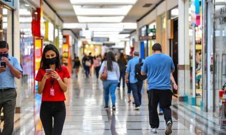 Comércio não essencial, bares e academias reabrem após quase um mês fechados em Goiânia