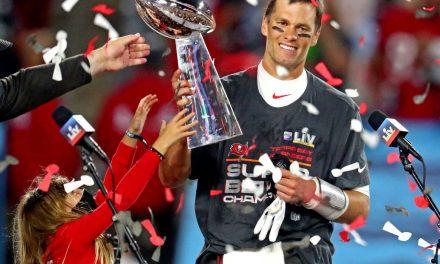 Tom Brady acerta renovação com Tampa Bay Buccaneers