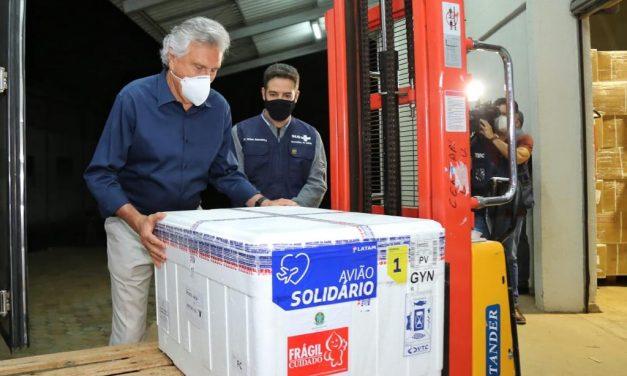 Goiás recebe remessa com 187.750 doses de vacina contra Covid-19