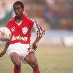 Fifa homenageia ex-craque Dener que estaria hoje com 50 anos