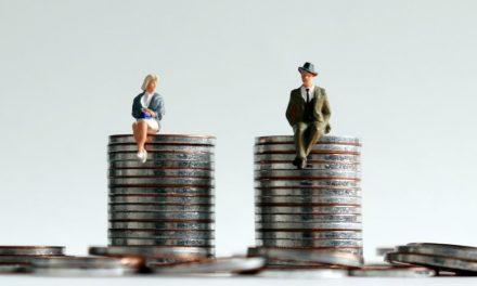 Senador pede que Bolsonaro devolva texto que prevê multa por diferença salarial entre homem e mulher