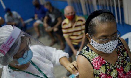 Goiânia retoma na sexta-feira a aplicação de 1ª dose em idosos com 61 anos ou mais