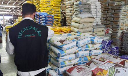 Procon apreende cerca de 6 toneladas de produtos agropecuários vencidos