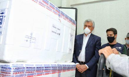 Governo de Goiás recebe mais 132,8 mil vacinas da AstraZeneca