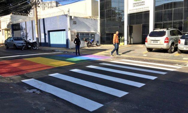Desembargador determina retirada de faixa contra LGBTfobia em Goiânia