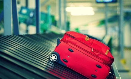 Justiça condena empresa aérea a indenizar passageira por extravio de bagagem
