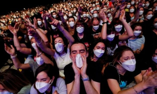 Como países estão voltando a reunir milhares de pessoas em shows