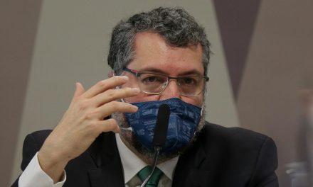 Ernesto diz buscou insumos para a cloroquina no exterior e cita participação de Bolsonaro