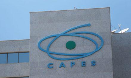 Capes diz que manterá 90 mil bolsas de pós-graduação no país