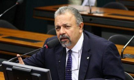 Deputado goiano quer suspender portaria que aumenta salário de Bolsonaro, Mourão e ministros