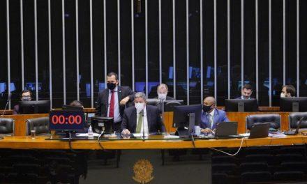 Câmara aprova MP que viabiliza privatização da Eletrobras
