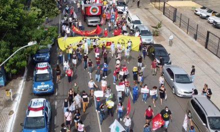 Goiás tem protestos contra Jair Bolsonaro e a favor da vacina