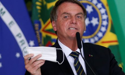 Bolsonaro volta a defender desobrigação de máscara para vacinados