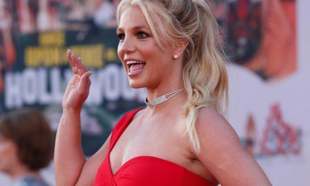 Famosos manifestam apoio a Britney Spears após depoimento de cantora