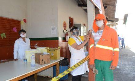 Prefeitura inicia vacinação de trabalhadores da Comurg nesta quinta